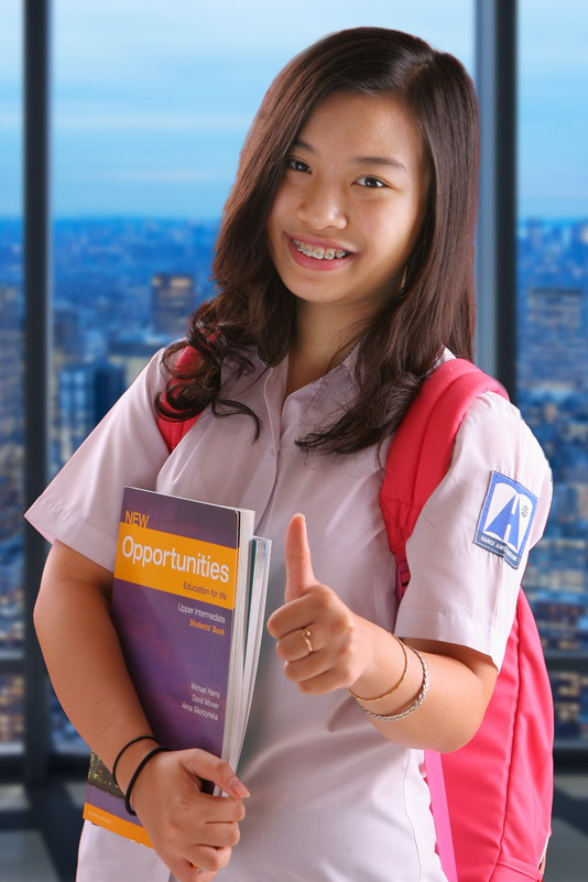 Nguyễn Hoàng Như Anh - Quán quân Olympic tiếng Anh THCS, Giải Nhất Olympic tiếng Anh THPT - là minh họa cho việc thành công nhờ học tiếng Anh từ sớm